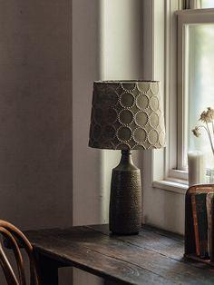 colonne(コロン)|flame + minä perhonen照明|製品紹介|照明・インテリア雑貨 販売 flame Inside Home, Window Styles, Vintage Country, Table Lamp, Windows, Rustic, Interior Design, Elegant, Lighting
