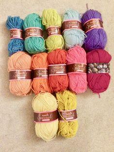 Make the Eastern Jewels Crochet Blanket with Julia Manta Crochet, Crochet Granny, Knit Crochet, Motif Mandala Crochet, Crochet Patterns, Minerva Crafts, Haberdashery, Color Combinations, Crocheting