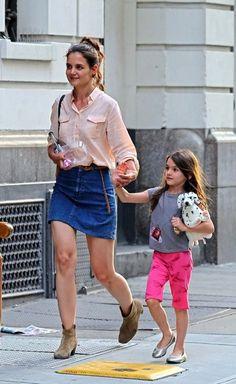 Katie Holmes Photo - Katie Holmes and Daughter Suri Cruise