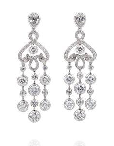 Fabergé Boucles d'oreilles White Damask http://www.vogue.fr/joaillerie/shopping/diaporama/pendants-du-soir-1/10881/image/650044#faberge-boucles-d-oreilles-white-damask