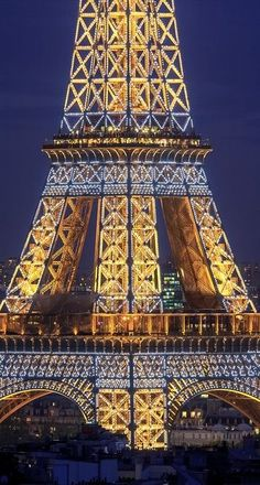 Eiffel Tour in Paris at night. I love to see the tour when it's all lit up. www.missKrizia.com