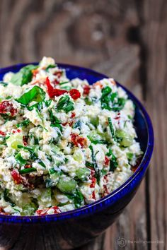 "Last-Minute Mediterranean Feta Cheese Dip. Described as ""an impressive cheese dip with feta, fresh basil, chives, [and] sun-dried tomatoes"". Appetizers For Party, Appetizer Recipes, Party Recipes, Last Minute Appetizer, Last Minute Potluck Ideas, Cheese Dip Recipes, Snacks Sains, Mediterranean Dishes, Cooking Recipes"
