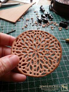 Making a leather coaster with Moroccan style, handmade by JEWELEECHES VIVIAN HEBING! Do you want to see more of my artwork, find me on Facebook, Youtube, Etsy, Instagram etc. I also have tutorial video's on Youtube and I give workshops and courses leathercrafting too! >>>Ik geef ook workshops en cursussen LEERBEWERKING ( omgeving Eindhoven), daarin leer je de basistechnieken die je nodig hebt om de meest gave dingen te maken van natuurlijk gelooid leer! Zie mijn webshop www.jeweleeches.nl: