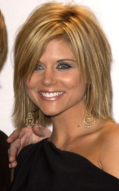 Tiffani Thiessen during The Annual American Music Awards Press Room at The Shrine Auditorium in Los Angeles California United States Medium Hair Cuts, Short Hair Cuts, Medium Hair Styles, Short Hair Styles, Short Hair With Layers, Layered Hair, My Hairstyle, Pretty Hairstyles, Choppy Hair