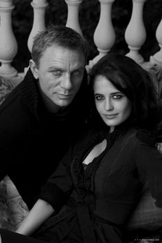 "James Bond ""Casino Royale"" Daniel Craig and Eva Green Eva Green Casino Royale, James Bond Casino Royale, Daniel Craig James Bond, Daniel Craig Rachel Weisz, Craig 007, Eva Green Bond, James Bond Girls, Videos Fun, Funny Videos"