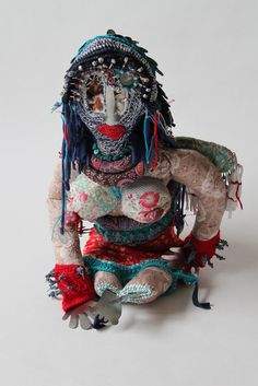 Madame-singulier-bien - 2011- Mona Luison - Sculpture d'une femme ange… taille 65cm Sculpture Textile, Art Sculpture, Fabric Dolls, Fabric Art, Textiles, High Art, Assemblage Art, Weird Art, Outsider Art