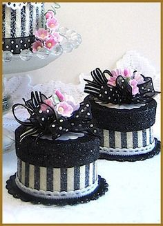 """Stylish Party Favor"" Gift Box cake."