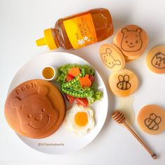 Winnie the Pooh honey pancakes! Who likes their pancakes with lots of honey like me? A very yummy and cute Winnie the served with Huiji Honey. #huijihoney #honey #winniethepooh #pancakes #foodart #sponsored