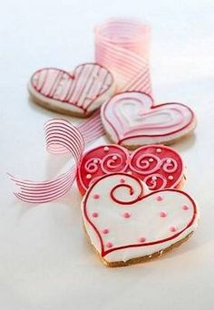 Valentine Heart cookies, decorated with royal flow flood icing. Heart Cookies, Iced Cookies, Sugar Cookies, Sweet Cookies, My Funny Valentine, Valentine Day Love, Valentine Hearts, Valentines Day Cookies, Holiday Cookies
