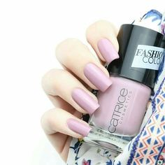 @nagelfreuden has fallen head over heels for 112 CHA-KIRA. #regram #blogger #nailsoftheday #catrice #cosmetics #fashioncolour #manicure #nails2inspire #summernails #catricepicks #manicure #inspiration #colour #notd #catricecosmetics#trend