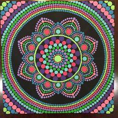 Mandala de punto hecho a mano de 8 x 8 pulgadas en la lona