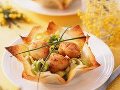 Discover the recipe Croustillant de Saint-Jacques on cuisineactuelle. Tapas, Food Porn, Fingerfood Party, Scallop Recipes, Brunch Outfit, Xmas Food, Partys, Ceviche, Food Inspiration