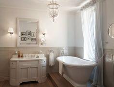 I love this bathroom Ahhh, the tub is old fashion amazing