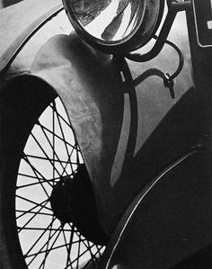 x cm) Alfred Stieglitz Collection, 1949 © Aperture Foundation Inc. Edward Steichen, Henri Cartier Bresson, Alfred Stieglitz, History Of Photography, Photography Classes, Street Photography, Photography Ideas, Edward Weston, Georgia O Keeffe