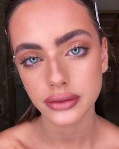 damen damenmode dame frau diy videos tutorial make lipstick makeup lover . in 2020 damen damenmode dame frau diy videos tutorial make lipstick makeup lover . Prom Makeup Looks, Cute Makeup, Lip Makeup, Beauty Makeup, Eyebrow Makeup, Simple Makeup, Highlighter Makeup, Concealer, Beauty Photography