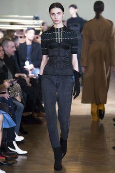 Olivier Theyskens Fall 2017 Ready-to-Wear Fashion Show - Tina Veshaguri