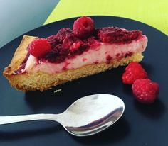 "6 To se mi líbí, 1 komentářů – Little woman (@littlewomaninkitchen) na Instagramu: ""Summer raspberry pie - i myself picked rasberries😎#lovebakery#foodlover #raspberries #summer"""