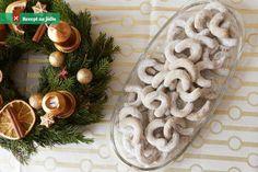Vanilkové rohlíčky z lískových oříšků jsou asi nejoblíbenějším vánočním cukrovím vůbec. Na vánoce jsou povinné. Christmas Sweets, Christmas Baking, Christmas Cookies, Christmas Wreaths, Burlap Wreath, Food And Drink, Table Decorations, Holiday Decor, Home Decor