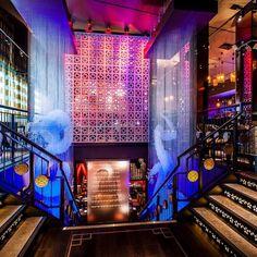 Buddha Bar, em Knightsbridge, Londres, Inglaterra. Projeto do escritório Tibbatts Abel. #bar #bares #cafe #coffee #cafes #encontro #meeting #encontros #interior #interiores #artes #arts #art #arte #decor #decoração #architecturelover #architecture #arquitetura #design #projetocompartilhar #davidguerra #shareproject #buddha #knightsbridge #londres #london #england #uk #tibbattsabel
