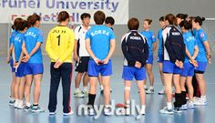 Team Korea Olympic training camp at Brunel University in July 2012 - The handball coach addresses his charges in the Netball Hall. Google Image Result for http://cdn.mydaily.co.kr/FILES/201207/201207251415358269_1.jpg