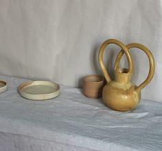 Aunque parezca que está lejos, Navidad esta a la vuelta de la esquina. Para los que esteis pensando en regalar nuestro jarrón Arch blanco o… Interiores Design, Candle Holders, Vase, Candles, Ceramics, Tableware, Wood, Kitchens, Instagram