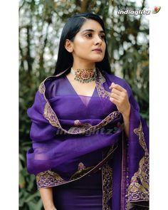 Dress Indian Style, Indian Fashion Dresses, Indian Wear, Punjabi Suits Designer Boutique, Indian Designer Suits, Embroidery Designs, Embroidery Suits Design, Simple Pakistani Dresses, Pakistani Dress Design