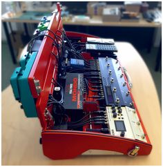 SA900c Pedalboard - finished in Signal Red. Fully loaded with Roland Boss equipment, Sommer cable and Hicon plugs.