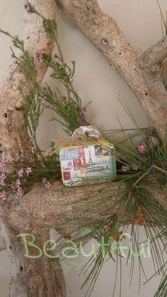 Μπομπονιέρα Βάπτισης. Μπομπονιέρα βάπτισης αγόρι, μεταλλικό βαλιτσάκι vintage. Glass Vase, Plants, Vintage, Home Decor, Decoration Home, Room Decor, Plant, Vintage Comics, Home Interior Design