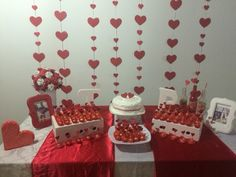 Valentine Crafts, Valentines, Birthday Celebration, Decor Crafts, Young Women, Table Settings, Paper Crafts, Engagement, Party