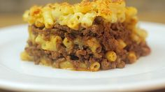 MAC 'N' CHEESE LASAGNE // Ingredients: Leftover Bolognese, Macaroni, Flour, Milk, Parmesan, Cheddar, Salt and Pepper // Full recipe: http://twistedfood.co.uk/mac-n-cheese-lasagne/