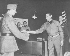 German Generalleutnant Fridolin von Senger und Etterlin surrendering to General Mark Clark at US 15th Army Group Headquarters, Italy, 4 May 1945. (US Army Center of Military History)