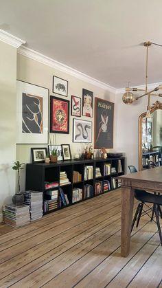 Home Living Room, Apartment Living, Living Room Decor, Bookshelf Living Room, Hipster Living Rooms, Vintage Modern Living Room, Van Living, Cozy Living Rooms, Vintage Home Decor