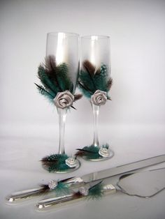 Silver teal wedding champagne glasses hand by PureBeautyArt Diy Wine Glasses, Decorated Wine Glasses, Painted Wine Glasses, Champagne Glasses, Floral Wedding Decorations, Wedding Crafts, Teal Blue Weddings, Wedding Glasses, Trendy Wedding
