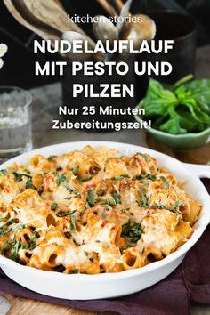 Einfach und schnell zuzubereiten – dieser #Nudelauflauf ist das perfekte #Wohlfühlessen unter der Woche. Je nach Geschmack kann beim Käse variiert werden – mein persönlicher Favorit ist Büffelmozzarella. Die Nudeln mit Pesto und Pilzen werden mit einer großzügigen Schicht #Käse überbacken und können nach nur 15 Minuten im Ofen heiß serviert werden. #Herbstrezepte #schnellerezepte #Auflauf #Pilzrezepte Meal Prep, Food Prep, Vegetarian Recipes, Grilling, Clean Eating, Spaghetti, Curry, Veggies, Cooking