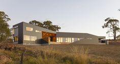Maison en bois contemporaine avec bardage métallique en Australie, Valley House par Philip M Dingemanse - Launceston, Australie #construiretendance