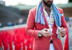 Florence, Italy's Pitti Uomo menswear tradeshow has begun, and with it comes a plethora of men in crushingly beautiful suits. GQ is there covering all the best looks. Gq Fashion, Best Mens Fashion, Beautiful Suit, Dapper Gentleman, Pitta, Street Style Looks, Cool Outfits, Menswear, Stylish