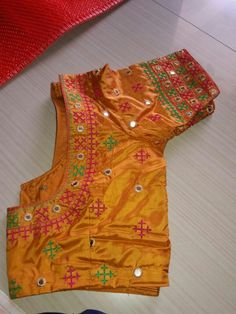 Kutch Work Designs, Fancy Blouse Designs, Mirror Work, Work Blouse, Hand Embroidery, Blouses, Saree, Pattern, Beautiful