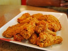 """Choć przepis na panierkę do słynnych """"Kentucky Fried Chicken"""" jest według koncernu jednym z najpilniej strzeżonych receptur kulinarnych świata, właśnie nieopatrznie ujawnił go krewny pułkownika Sandersa, założyciela KFC."""