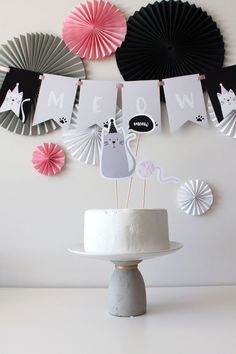 Cat Cake from a Cat Birthday Party Hello Kitty Birthday, Cat Birthday, Barbie Birthday, Birthday Cake, Kitty Party, Birthday Decorations, Birthday Party Themes, Cat Themed Parties, Cat Decor