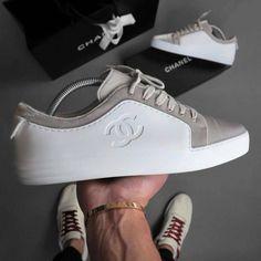 // @chanelofficial 's Shoes Marque seu amigo para lembrar que seu aniversário tá chegando...