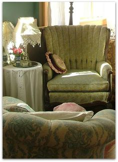 SHABBY CHIC SEATING AREA