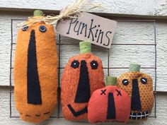 Primitive Halloween Pumpkin Patch on Wire Fence by PrimitivesByCyn