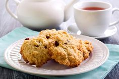 Old Fashioned Rock cakes are so yummy with tea or coffee! This rock cakes recipe is super easy and you'll love the results! Sweet Cooking, Sweet Buns, Old Fashioned Recipes, Biscuit Recipe, Dough Recipe, Little Cakes, Rock Style, Tray Bakes, Sweet Recipes