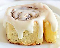 Crazy Dough Cinnamon Rolls - easy cinnamon rolls from scratch made in 1 hour; no kneading needed. Crazy Dough, Cinnamon Rolls From Scratch, Patisserie Sans Gluten, Cinnamon Recipes, Dessert Recipes, Desserts, Dessert Ideas, Brunch Recipes, Vegan Recipes