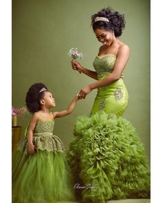 Temmie House Of Fashion: Glamorous Bride Traditional Dress African Dresses For Kids, African Lace Dresses, African Wedding Dress, Mother Daughter Matching Outfits, Mother Daughter Fashion, African Fashion Ankara, Latest African Fashion Dresses, African Traditional Dresses, Africa Fashion