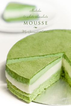 Matcha and White Chocolate Mousse Cake Green Tea Dessert, Matcha Dessert, Green Tea Recipes, Sweet Recipes, Bolos Cake Boss, White Chocolate Mousse Cake, Cake Chocolate, Chocolate Mouse, Asian Desserts