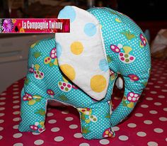 Blue Elephant, free pattern & tutorial Elephant Bleu, Crochet Elephant, Softies, Baby Gifts, Sewing Crafts, Free Pattern, Dinosaur Stuffed Animal, Projects To Try, Quilts