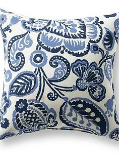 Bring fresh, new life to your outdoor seating with the Rava Outdoor Pillow; a bold design available in two sizes for any style.
