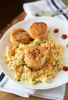 Just need to figure out what to replace coconut milk with? Scallops with Spicy Curry Sauce and Couscous, recipe remake of the King Kong Couscous at Silly Goose in Nashville, TN Shellfish Recipes, Seafood Recipes, Dinner Recipes, Cooking Recipes, Healthy Recipes, Paleo Dinner, Fish Dishes, Seafood Dishes, Seafood Platter
