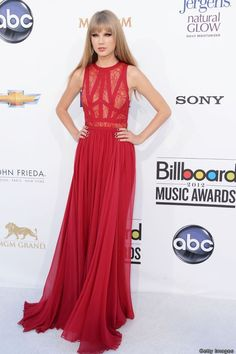 That thick fringe should never leave Swift's forehead as it suits her so much, it perfectly frames her face and this entire look. That deep crimson Elie Saab gown looks like it was built to her exact measurements. Stunning.